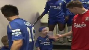 Sjećate li se dječaka koji sa narugao Stevenu Gerrardu? Danas pokušava izgraditi svoj fudbalski put!