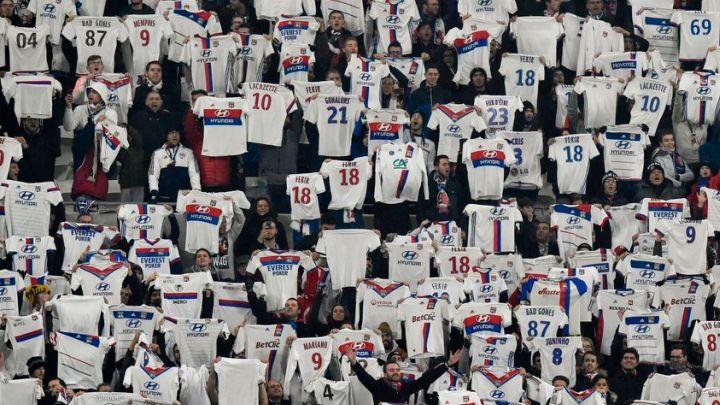 Zanimljiv potez navijača Lyona u 18. minuti