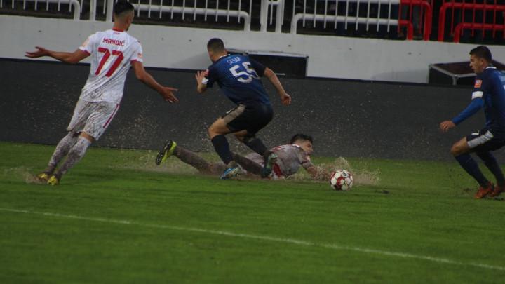 Meč odigran u katastrofalnim uslovima: HŠK Zrinjski razbio FK Tuzla City