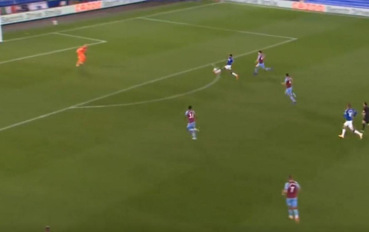 Kad se Ronaldinho pojavi na Goodisonu: Čaroban prijem lopte i gol Calverta-Lewina