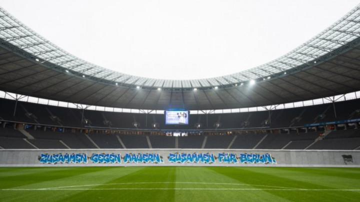 Svi su bili oduševljeni replikom Berlinskog zida na meču Hertha - Leipzig