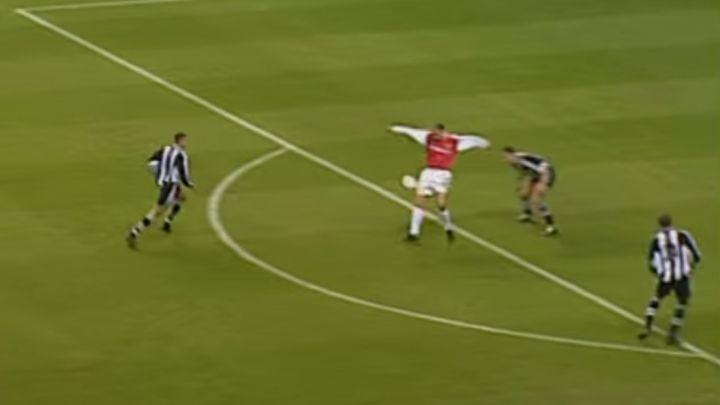 Napokon je neko kopirao legendarni Bergkampov gol