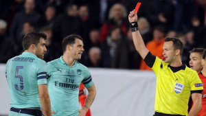 Crveni karton i autogol presudili Arsenalu, nula u Frankfurtu