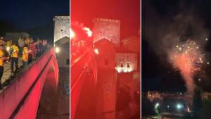 Dupla kruna stigla u Mostar, bakljada i vatromet na Starom mostu