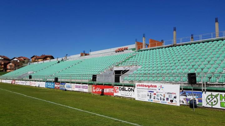 Pogledajte kako izgleda stadion u Gradačcu pred duel NK Zvijezda i FK Velež