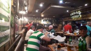Pjesma navijača Celtica odjekivala u kafiću, a onda su se pojavili navijači Sarajeva!