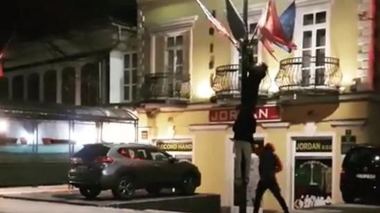 Armenci se pohvalili 'trofejom' sinoć u Sarajevu