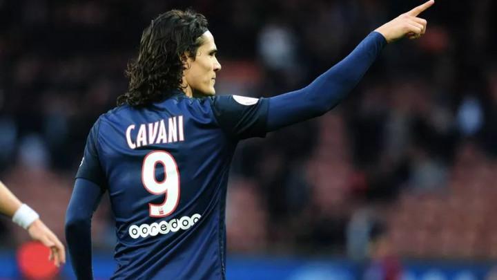 """Cavani tokom meča bacio """"posebnu"""" kapitensku traku jer mu se iz jednog razloga nije svidjela"""