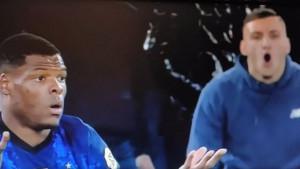 Navijač Lazija na rasnoj osnovi vrijeđao Dumfriesa, a kamere ga slučajno snimile