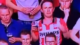 Remi PSV-a i Ajaxa u derbiju, ali svu pažnju je pokupio pijani navijač