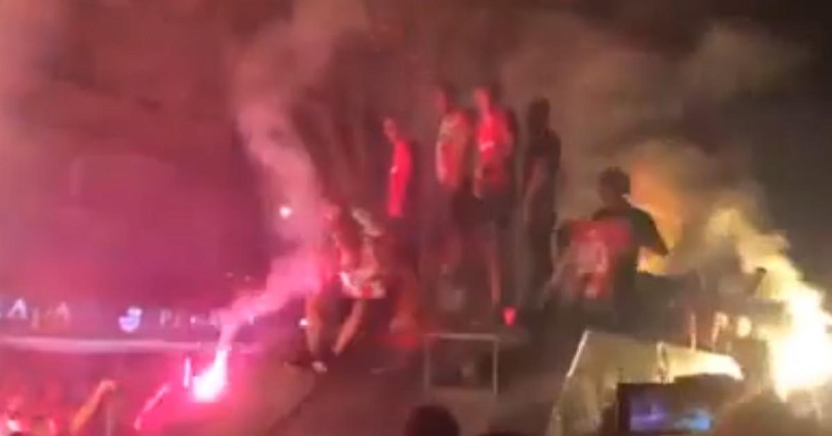 Igrači Crvene zvezde plasman u Ligu prvaka slavili u oklopnom vozilu
