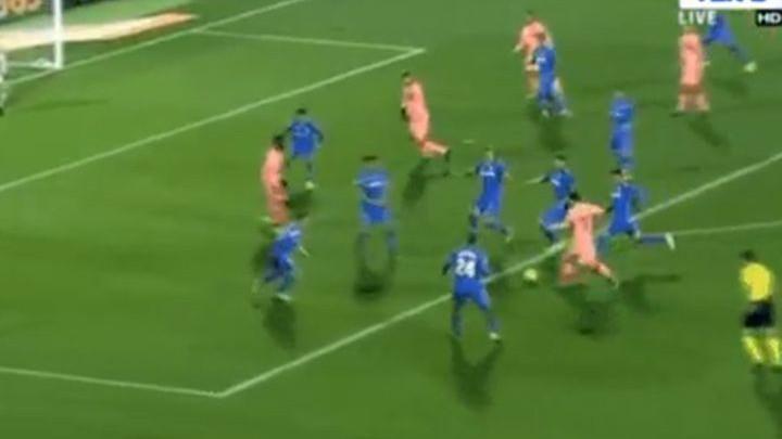 Šest igrača pokušalo zaustaviti Messija, a on je već imao spremno genijalno rješenje