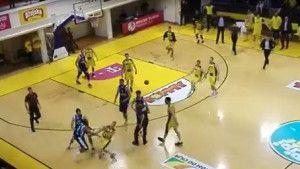 MMA na parketu: Knowles je brutalno nokautirao košarkaša Splita