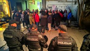 Počelo mirno okupljanje navijača FK Sarajevo ispred prostorija kluba