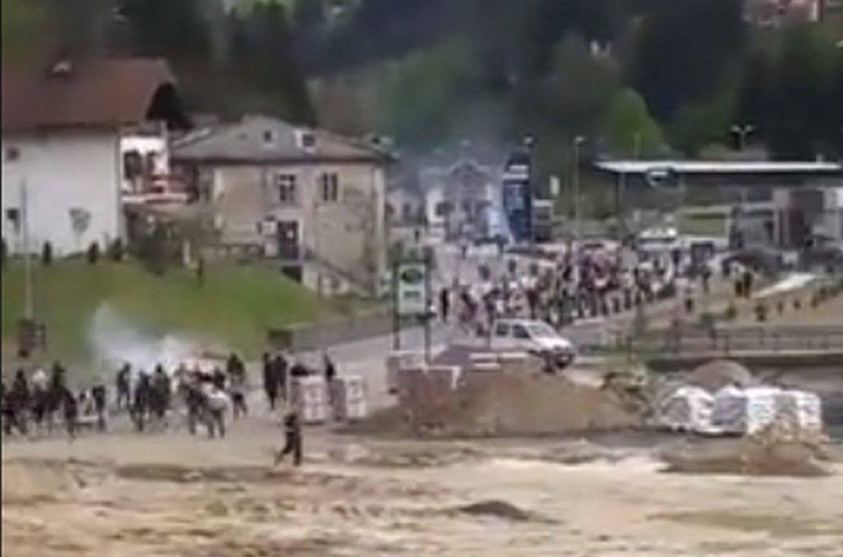 Pogledajte tuču navijača Sarajeva i Željezničara!