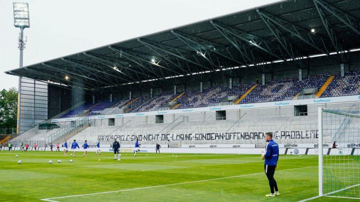 Pogledajte kako na fudbalskom stadionu izgleda minuta šutnje u vrijeme koronavirusa