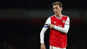 Mesut Ozil: Ostajem u Arsenalu do 2021. godine