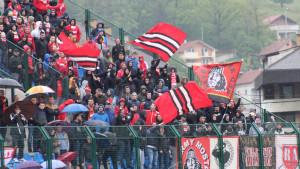 Kiša pada u Novom Travniku, ali Red Army ne prestaje navijati