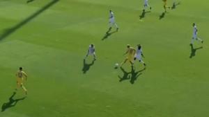 Senijad Ibričić uzeo loptu na sredini terena, pa onda zabio gol