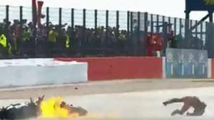 Težak sudar Doviziosa i Quartara, motocikl u plamenu