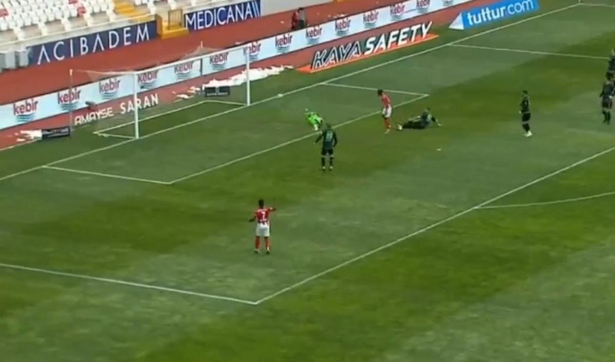 Teško Ibrahimu Šehiću sa ovakvom odbranom: Bh. golman nije mogao sam protiv Sivasspora
