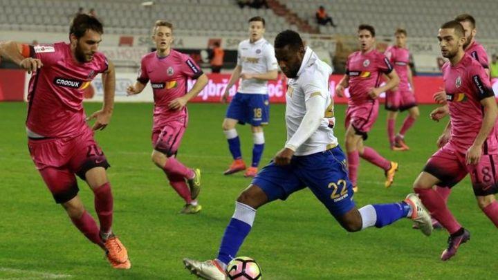 West Ham dovodi pojačanje iz Hajduka?