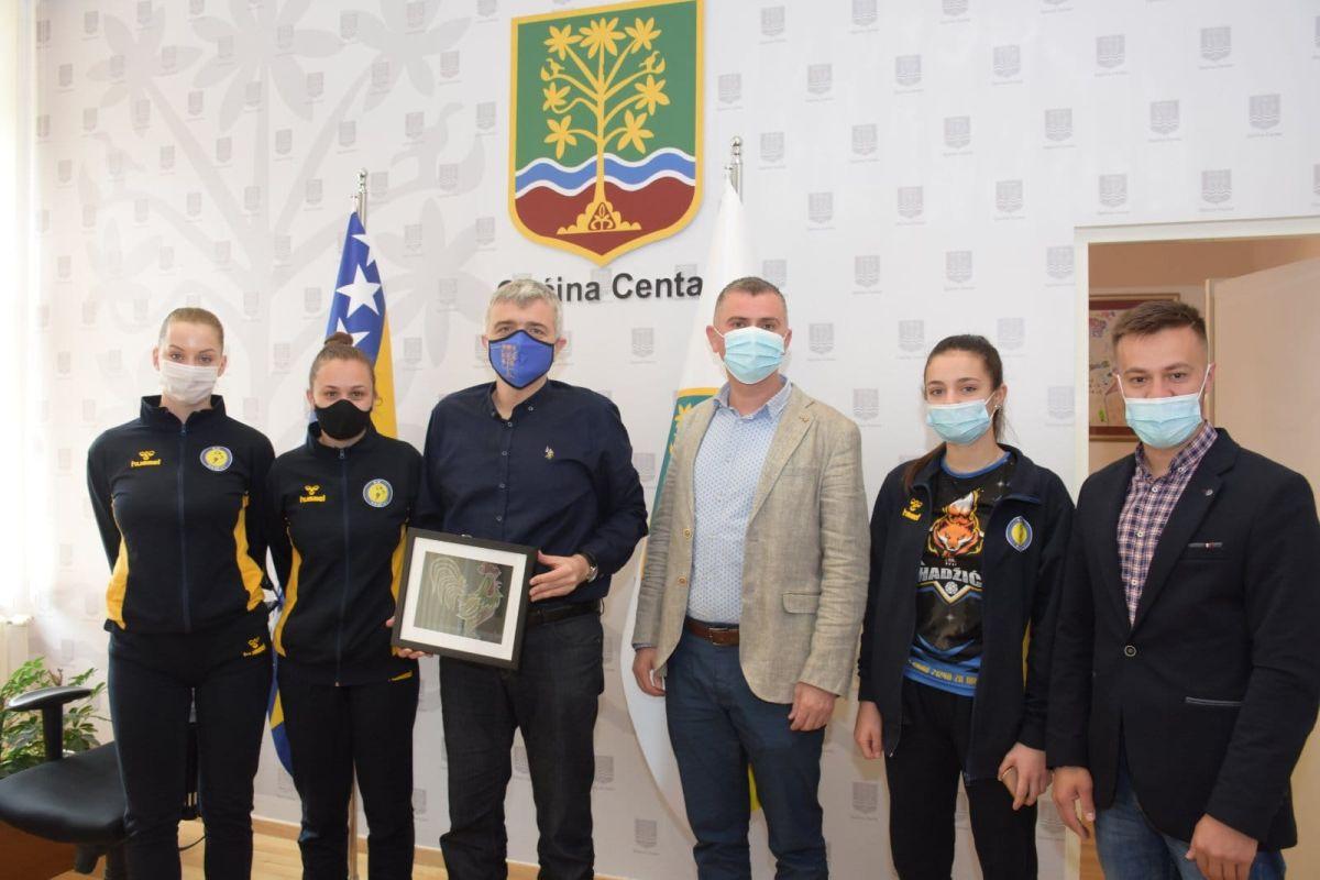 Načelnik Općine Centar Srđan Mandić ugostio rukovodstvo i rukometašice RK Hadžići-Interlogistic