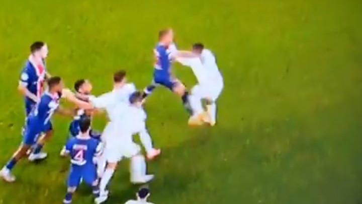 Pogledajte nezapamćenu tuču s meča PSG - Marseille i čak pet crvenih kartona