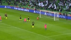 Golmanu Krasnodara sreća je veoma brzo okrenula leđa - primio je bizaran gol