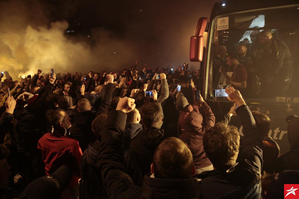Poziv FK Sarajevo navijačima da grad na Miljacki oboje u bordo