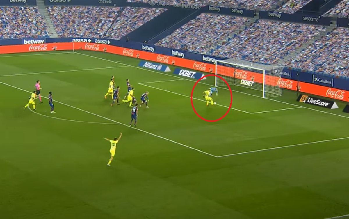 """Duh """"Bijela dama"""" čuva prazan gol u Španiji: Mjesto na kojem se igrači izgube kada trebaju zabiti"""