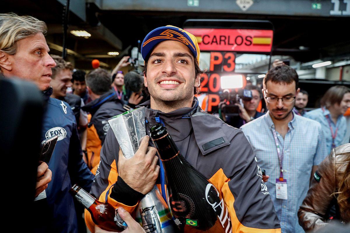 Lewis Hamilton kažnjen, Carlos Sainz za historiju