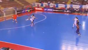 Nije pala na pod, a završila je u mreži: Igrači Barce su samo pogledom ispratili maestralan gol