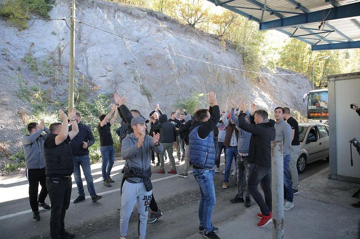 Navijačima Zvezde nisu dali na tlo Kosova, pa se orile dvije pjesme koje veze nemaju s fudbalom