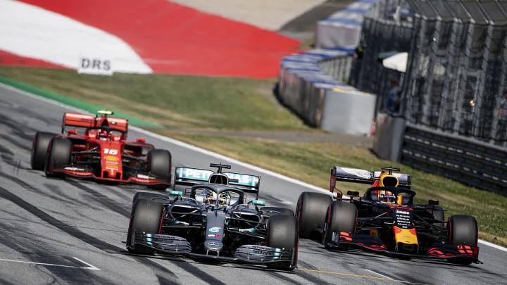 Verstappen u fantastičnom finišu trke pretekao Leclerca i ostvario trijumf