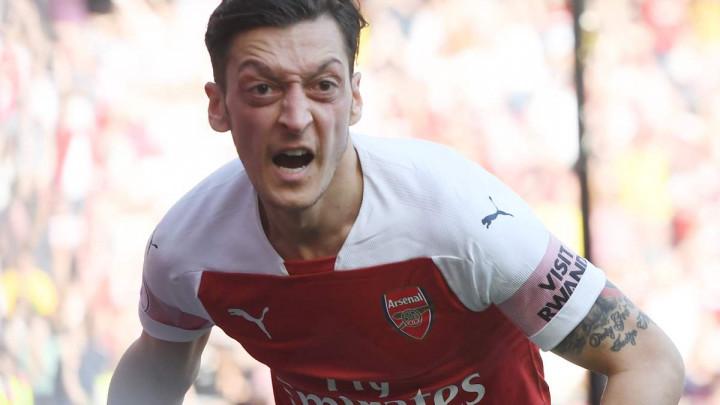 Agent: Ozil ostaje u Arsenalu, to je sigurno