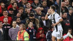Urnebesno: Zaboravite Dybalu, reakcija navijača Manchestera nakon gola je hit!