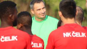 Marko Babić upoznao nogometaše Čelika i zajedno s pomoćnicima odradio prvi trening
