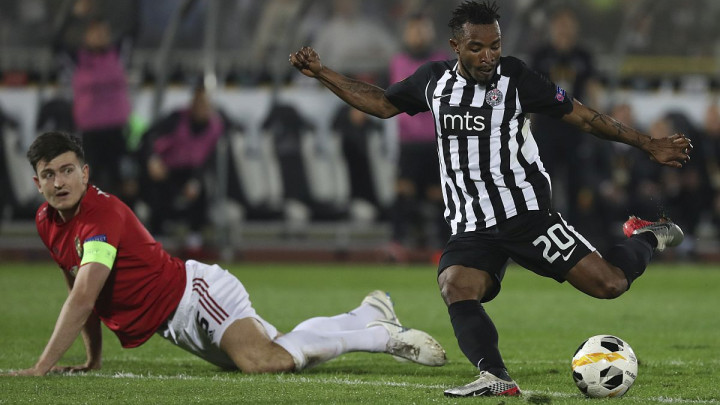 Fudbaler Partizana obrukao kapitena Manchester Uniteda - najskupljeg defanzivca svih vremena
