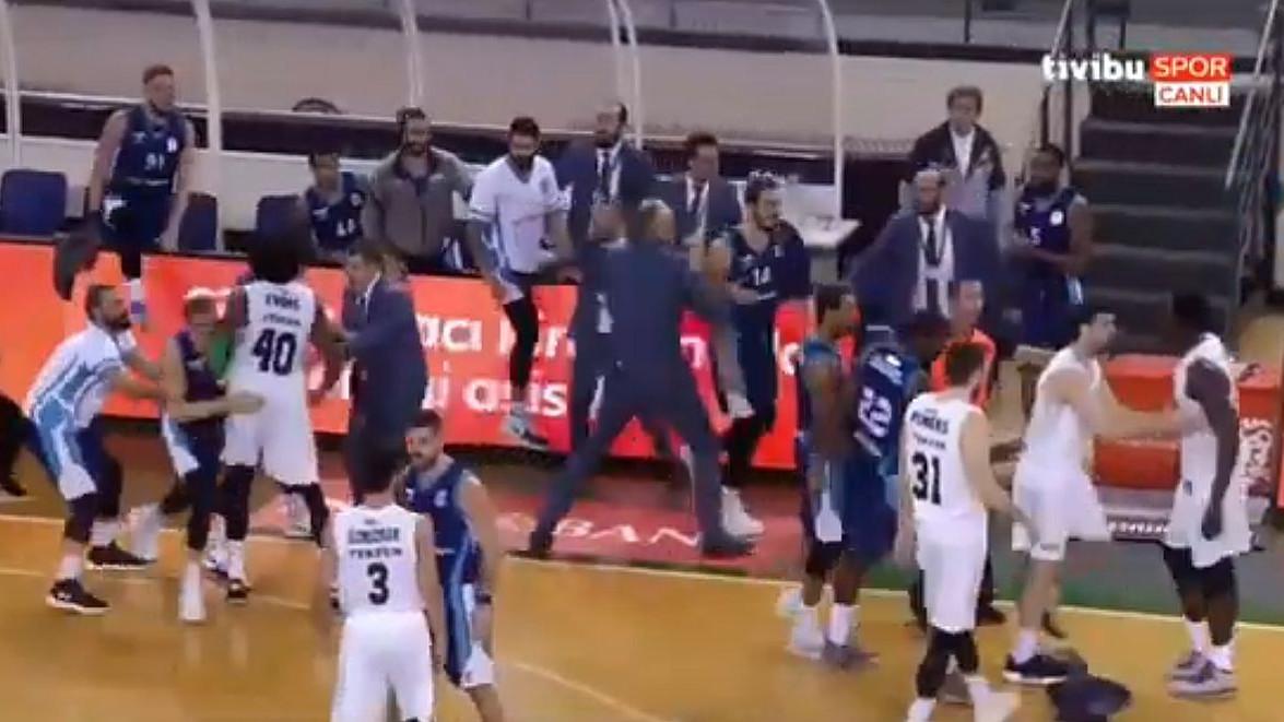 Frka u Istanbulu: Košarkaši padali kao muhe pred nigerijskim gorostasom