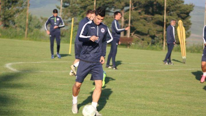 http://sportsport.ba/assets/pictures/article/377/salko_jazvin_potpisao_za_zrinjski_142850_242377_big.jpg