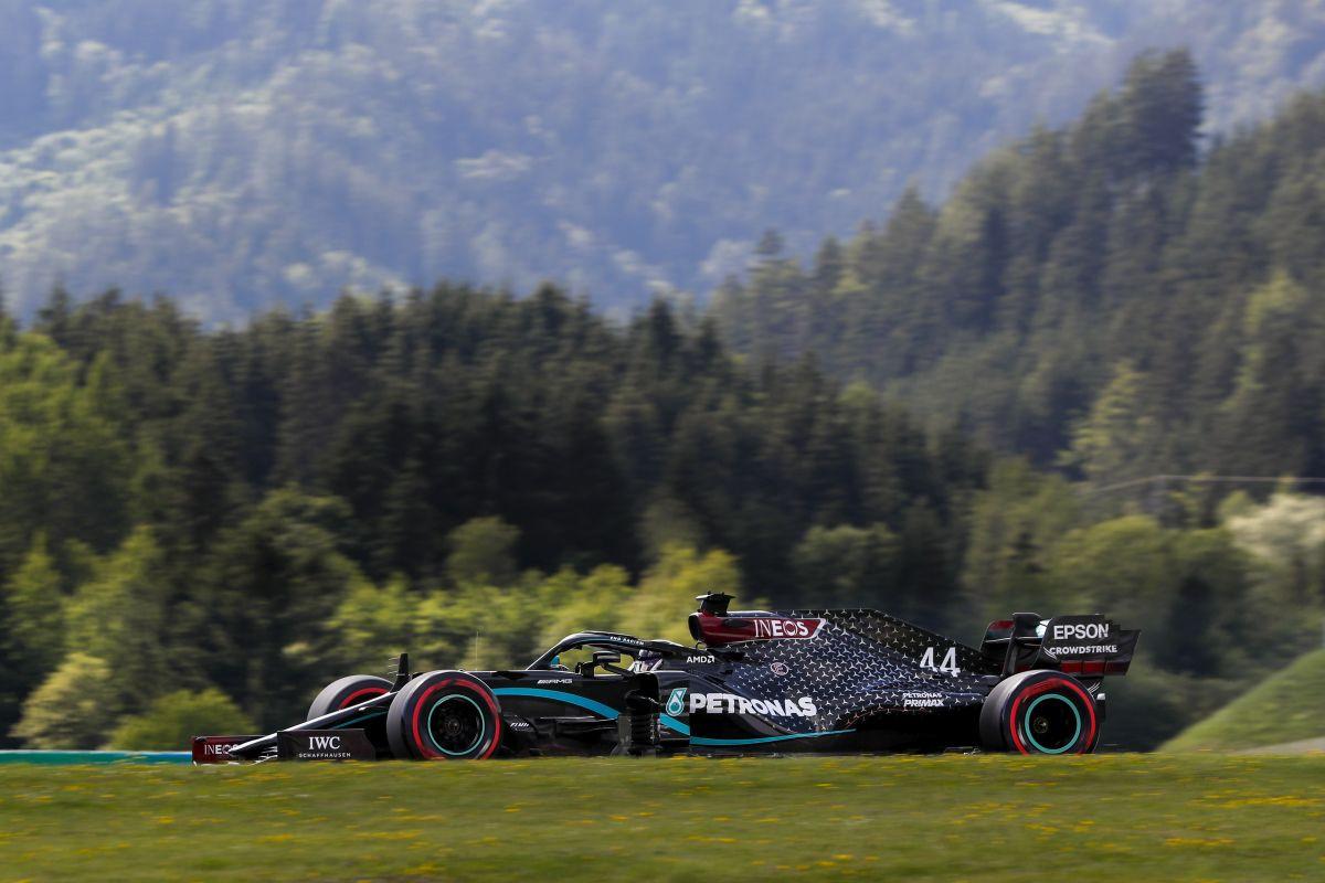 Hamilton prvi, Bottas drugi, katastrofa Ferrarija