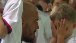 Sin golmana St. Etiennea plakao u tunelu stadiona jer je morao nositi dres Lyona