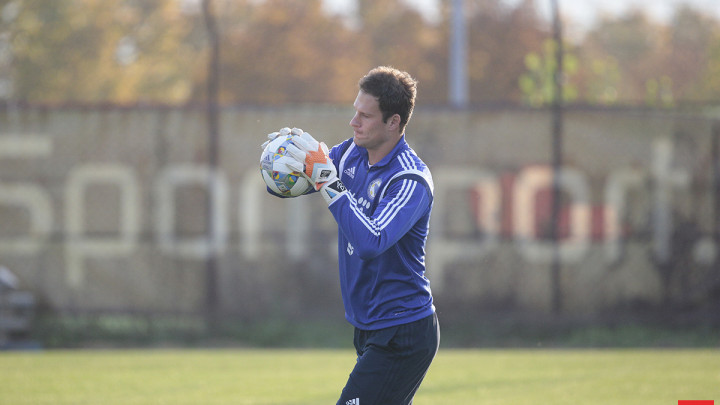 Asmir Begović je prioritet za velikana