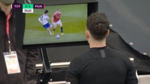 VAR poništio gol Uniteda zbog gluposti McTominayja, a onda Tottenham šokirao Crvene đavole