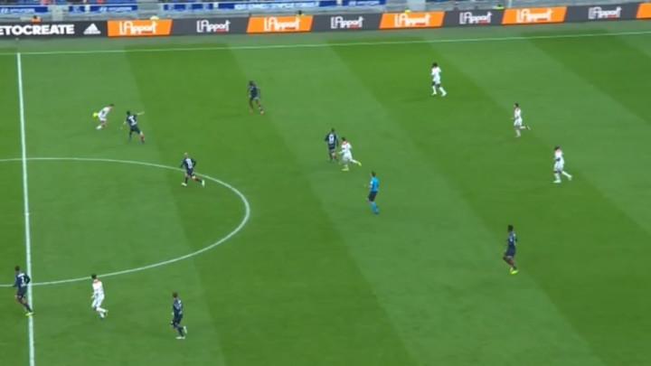 Neviđene scene: Nezadovoljni rezultatom navijači Lyona počeli bodriti protivnika