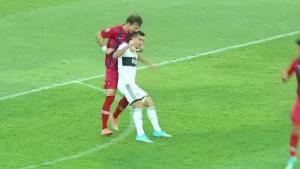 On je gori i od Luisa Suareza: Izgubio živce, pa ugrizao protivnika za glavu!