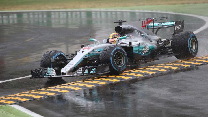 Hamilton do rekordne pol pozicije po jakoj kiši