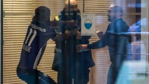 Nadmašio je i Balotellija: Obukao dres rivala, ali nisu mu dali da uđe u trening centar