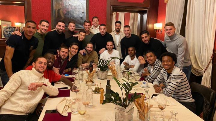 Fotografija sa zajedničke večere igrača Juventusa, pogodite ko fali